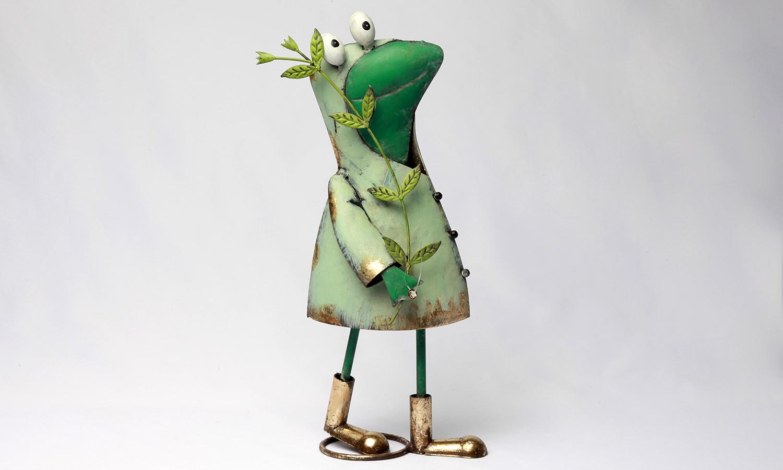 Deko Frosch Figur mit Ast