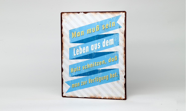 """Blechschild """"Man muss sein Leben aus dem Holz schnitzen..."""" La Finesse"""